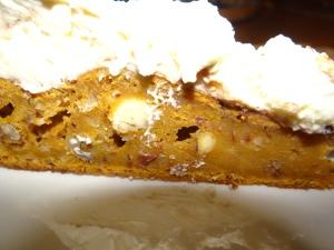 Gâteau d'Halloween à la citrouille et sa nuée de fantômes au chocolat blanc
