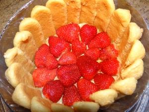 Charlotte aux fraises et au basilic